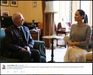 """Αντζελίνα Τζολί: Προκλητική εμφάνιση σε συνάντηση με Αρχιεπίσκοπο! Τι """"ξέχασε"""" να φορέσει [pics]"""
