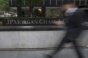 """Ολοκλήρωση αξιολόγησης και ποσοτική χαλάρωση """"βλέπει"""" η JP Morgan"""
