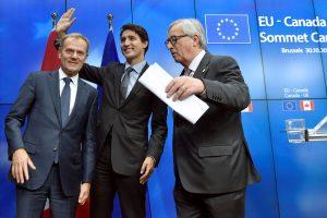 CETA: Πανηγυρίζουν για την υπογραφή της Τουσκ, Γιουνκερ και Τριντό