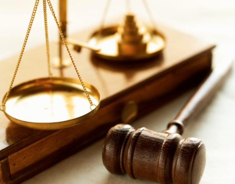 Απειλούν με παραιτήσεις και μπλακ άουτ στα δικαστήρια | Newsit.gr