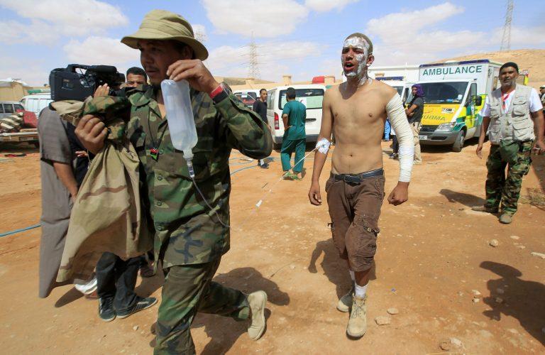 Δεκάδες νεκροί και τραυματίες από αντεπίθεση κανταφικών στη Λιβύη | Newsit.gr