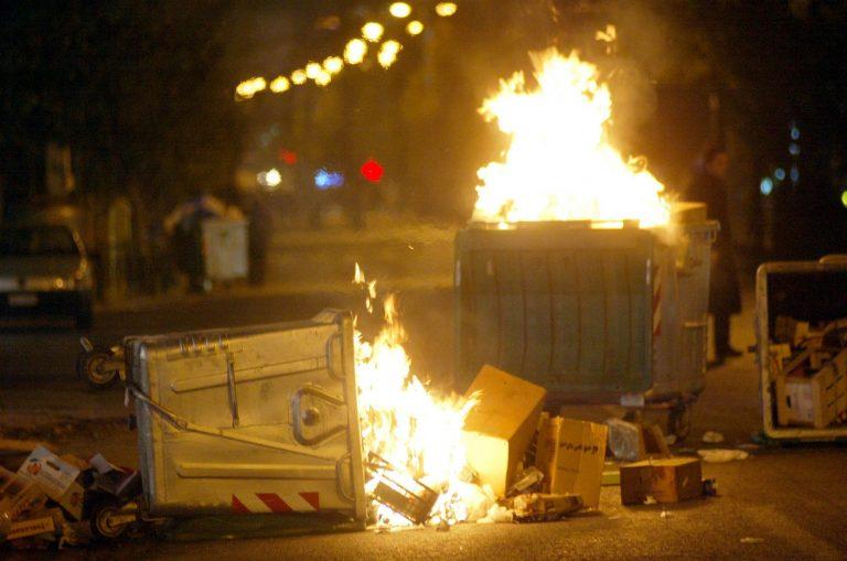 Θεσσαλονίκη: Μπαράζ εμπρησμών σε κάδους | Newsit.gr