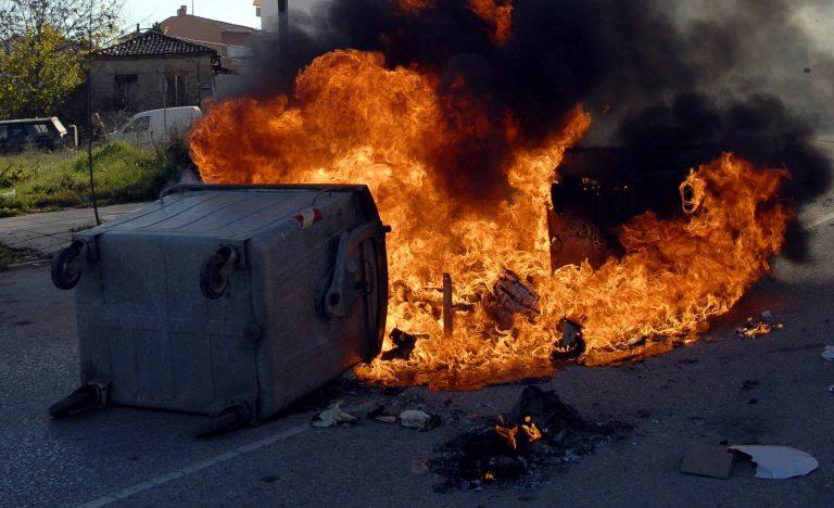 Θεσσαλονίκη: Όλη νύχτα πυρπολούσαν κάδους | Newsit.gr