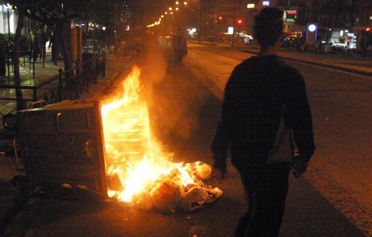 Ναύπλιο: Έκαψε κάδους και… ομπρέλες! | Newsit.gr