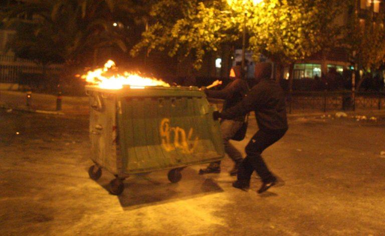 Φωτιά σε κάδους στο κέντρο της Λαμίας | Newsit.gr