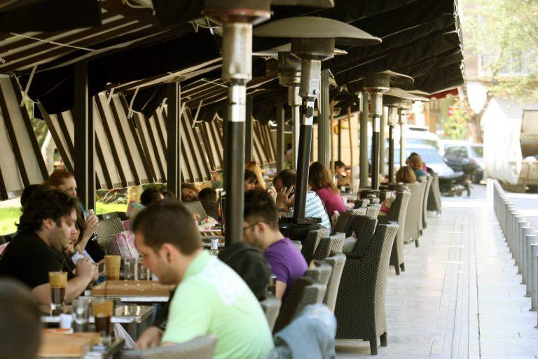 Ξεπερνά το 30% η μαύρη εργασία στους τουριστικούς προορισμούς | Newsit.gr
