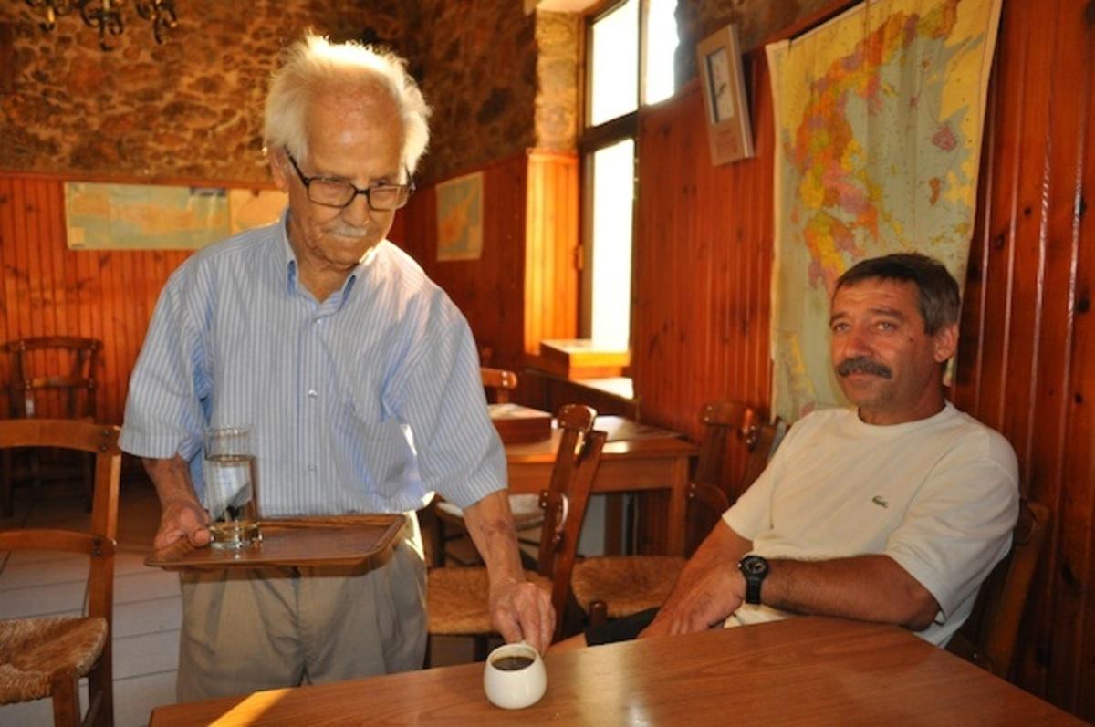 Κρήτη:Εν ενεργεία καφετζής για 90 χρόνια – Δείτε το βίντεο!   Newsit.gr