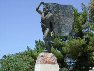 Αυτός είναι ο ήρωας που έκανε το σώμα του κοντάρι σημαίας στο Ακρωτήρι της Κρήτης! [pics]