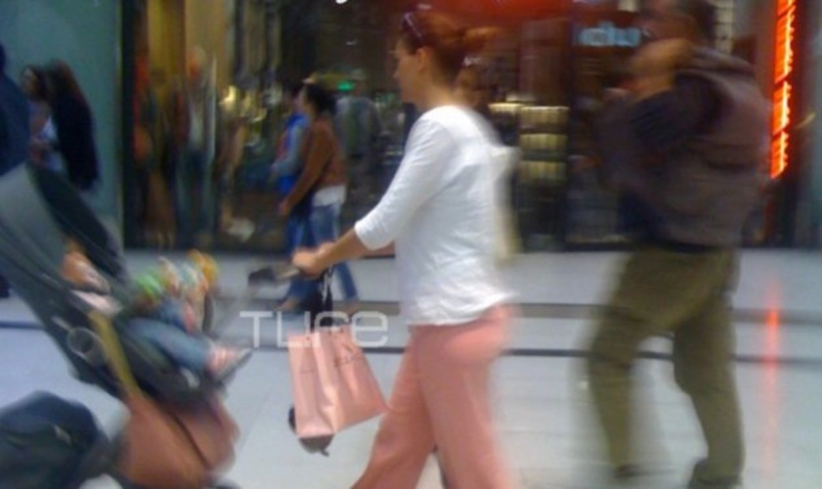 Δ. Καμπούρη: Βόλτα για ψώνια με την κόρη της λίγο πριν τη βάφτιση! | Newsit.gr