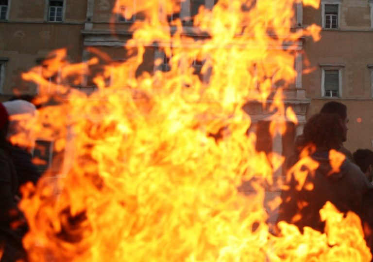 Πάτρα: Κάηκε ζωντανή μπροστά στα μάτια των περαστικών   Newsit.gr