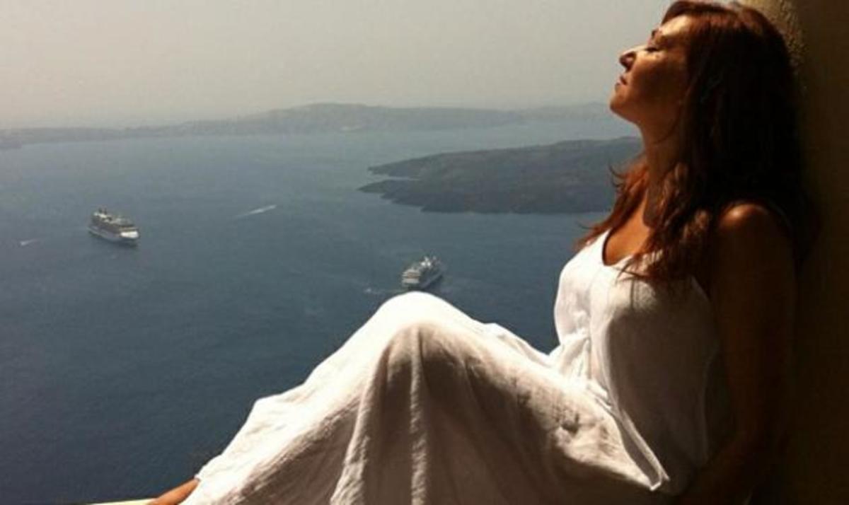 Κ. Γαρμπή: Μοναδικές στιγμές στη Σαντορίνη! | Newsit.gr