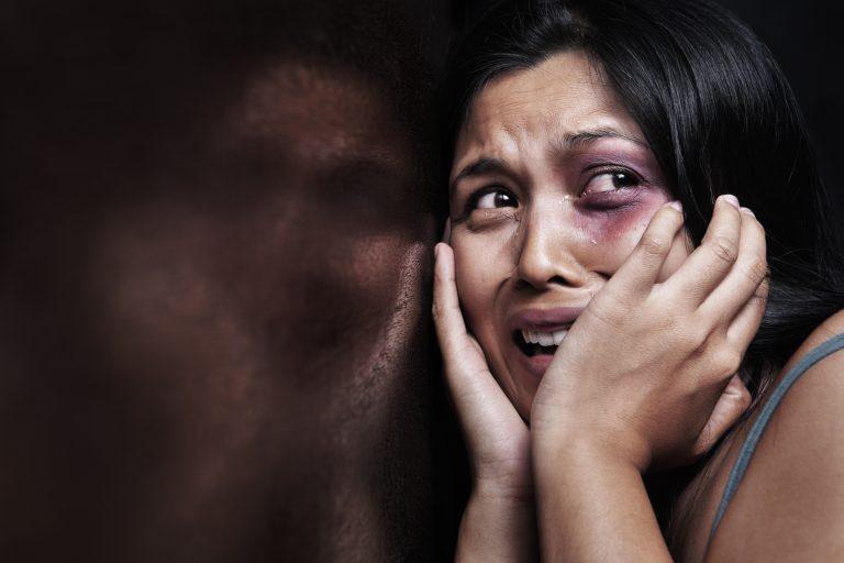 Χιλιάδες SOS από γυναίκες που πέφτουν θύματα κακοποίησης   Newsit.gr