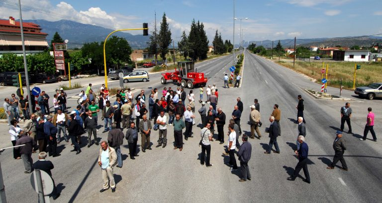 Φθιώτιδα: Έκλεισαν σιδηροδρομική γραμμή και την Ε.Ο. | Newsit.gr