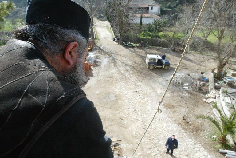 Καλόγερος το έσκασε με μία γυναίκα αφού πούλησε τα κτήματα της εκκλησίας   Newsit.gr