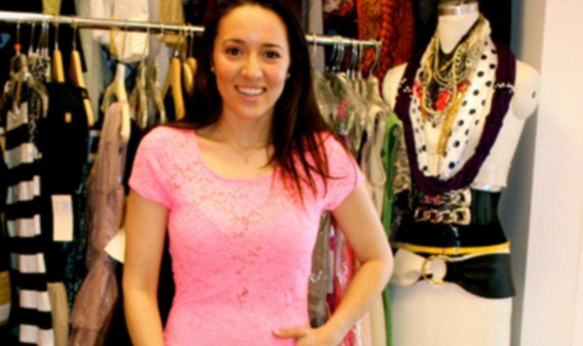 Η Καλομοίρα δοκιμάζει φορέματα για να πάει σε event! Φωτογραφίες   Newsit.gr