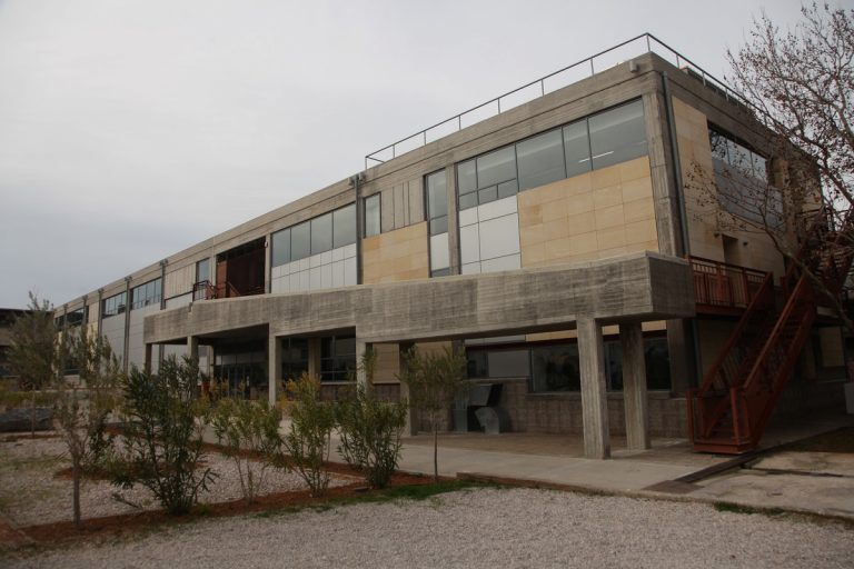 Δημήτρης Μυταράς: Κλειστή η Ανώτατη Σχολή Καλών Τεχνών σε ένδειξη πένθους | Newsit.gr