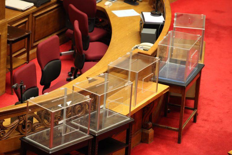 Θρίλερ για την ψηφοφορία στη Βουλή – Οι 7 κάλπες και τα πολιτικά παιχνίδια για τη λίστα Λαγκάρντ | Newsit.gr