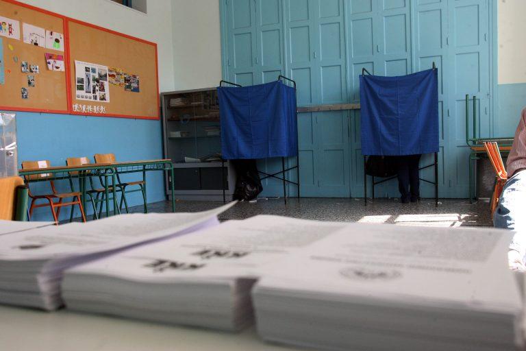 Ψηφίζουν οι πολιτικοί αρχηγοί – ΒΙΝΤΕΟ | Newsit.gr