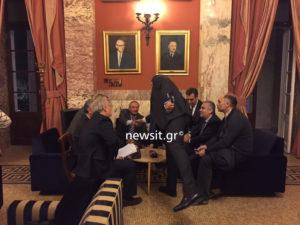Συνάντηση Καμμένου – Καραμανλή στο εντευκτήριο της Βουλής [pics]