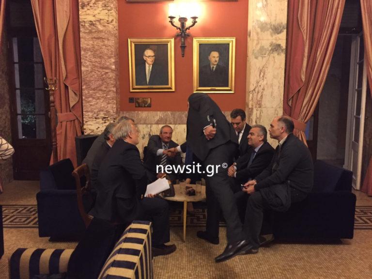 Συνάντηση Καμμένου – Καραμανλή στο εντευκτήριο της Βουλής [pics] | Newsit.gr