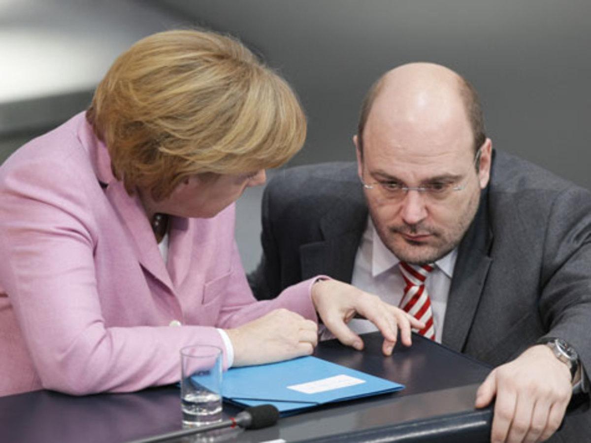 Η Γερμανική κυβέρνηση υποβαθμίζει το δημοσίευμα του Spiegel | Newsit.gr