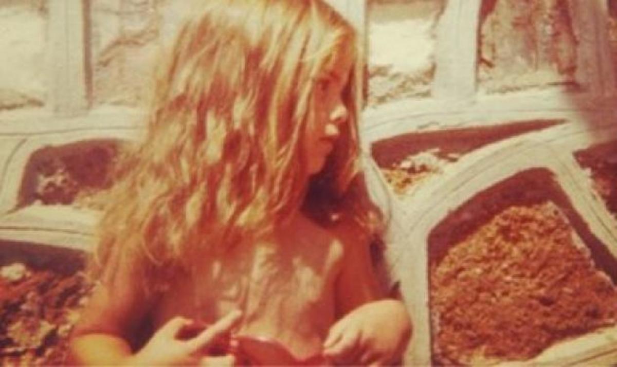 To κοριτσάκι της φωτογραφίας είναι γνωστή παρουσιάστρια! Την αναγνωρίζεις; | Newsit.gr