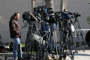 Πιο απλή η διαπίστευση των ξένων δημοσιογράφων στην Ελλάδα