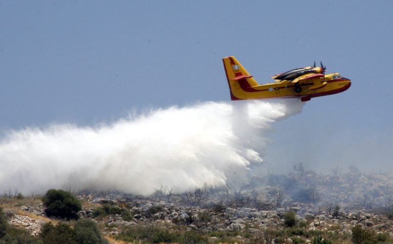 Τα Σκόπια δανείζουν την Ελλάδα πυροσβεστικά αεροσκάφη   Newsit.gr
