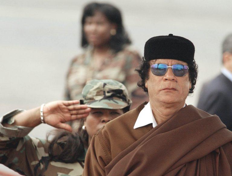 Ο Καντάφι απειλεί να πνίξει στο αίμα τη Λιβύη   Newsit.gr