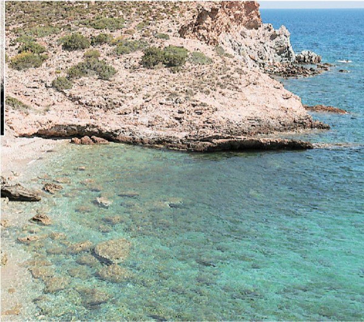 Παραλίες -χωρίς κόσμο- λίγο έξω απο την Αθήνα | Newsit.gr