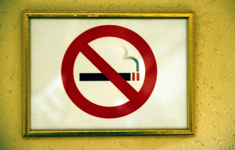 Ερχεται ολική απαγόρευση του καπνίσματος | Newsit.gr