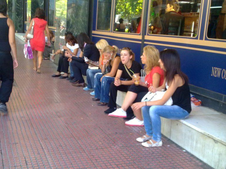 Πρώτη μέρα χωρίς τσιγάρο – Το έλα να δεις στα… πεζοδρόμια!   Newsit.gr