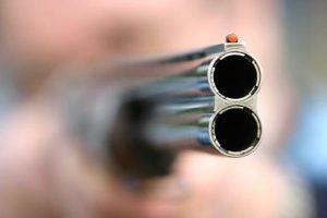 Πέρασε τον θείο του για διαρρήκτη και τον πυροβόλησε!