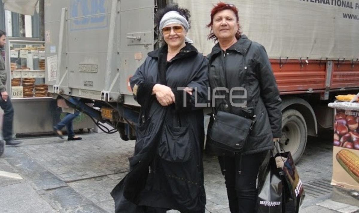 Μ. Καραγιάννη: Βόλτα στην Ερμού με φίλη της! Φωτογραφίες | Newsit.gr