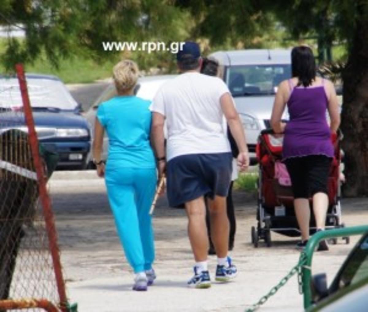 Βόλτα του Καραμανλή με σορτσάκι.Δείτε φωτογραφίες | Newsit.gr