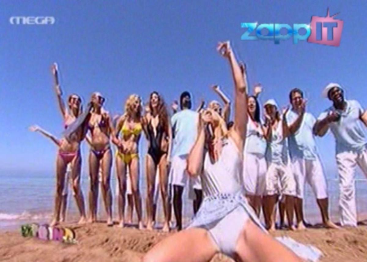 Προκλητική η Φαίη Σκορδά – Τραγουδούσε στην παραλία με πόδια ορθάνοιχτα! | Newsit.gr