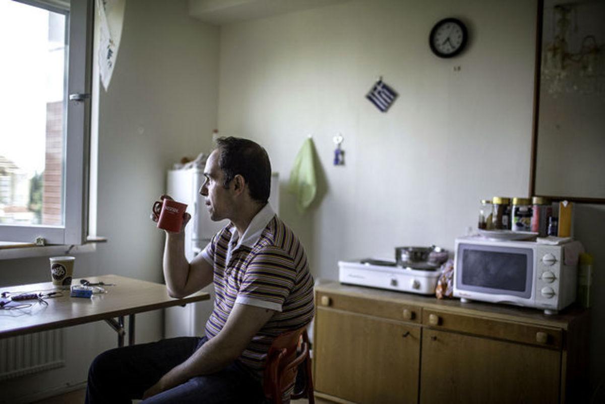 Bloomberg: Άνεργοι Έλληνες καθαρίζουν τουαλέτες στην Σουηδία – Συγκλονιστικό αφιέρωμα | Newsit.gr