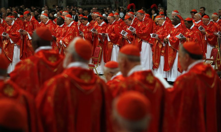 LIVE εικόνα από το Βατικανό: Αρχίζει το κονκλάβιο | Newsit.gr
