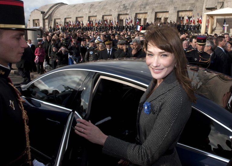 Πάει η Κάρλα Μπρούνι για ευρωβουλευτής;   Newsit.gr