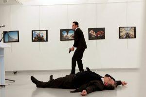 Δολοφονία Ρώσου πρέσβη: Ελεύθερη η οικογένεια του εκτελεστή