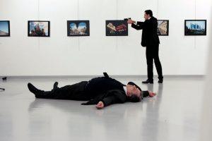 Η οργάνωση αλ Νούσρα ανέλαβε την ευθύνη για τη δολοφονία του Ρώσου πρέσβη στην Άγκυρα
