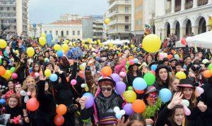 Πατρινό Καρναβάλι 2017: Ο Δήμαρχος Πάτρας βγάζει selfie με καρναβαλιστές [pics]