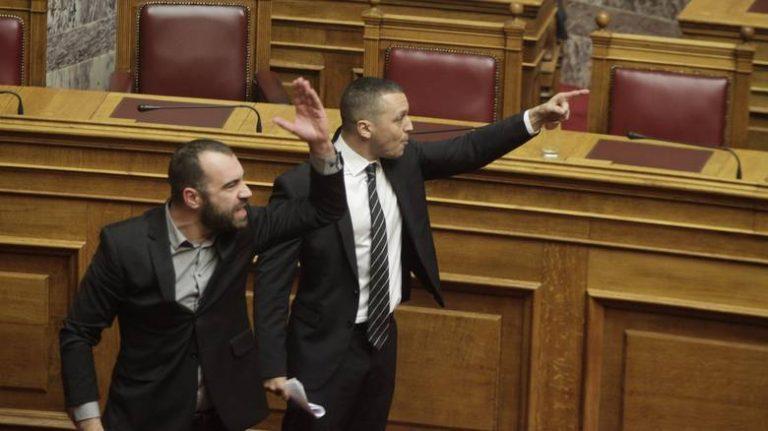 Επίθεση Κασιδιάρη στην Παπανάτσιου – Απίστευτο σόου στη Βουλή | Newsit.gr
