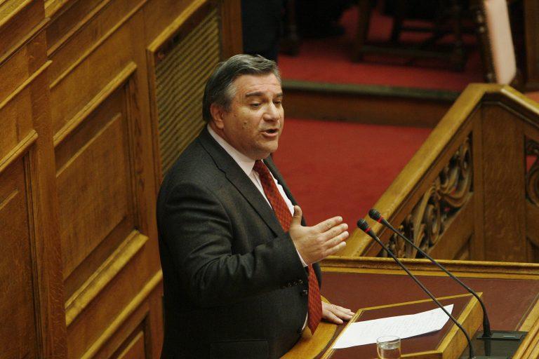 Σύμφωνο ελεύθερης συμβίωσης και για ομόφυλα ζευγάρια ζητά η ΕΕΔΑ | Newsit.gr