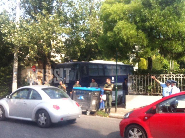 Μαθητές πάλι έξω από το σπίτι του πρωθυπουργού | Newsit.gr