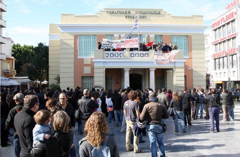 Ημαθία: Κατέλαβαν για 2η μέρα τη νομαρχία! | Newsit.gr