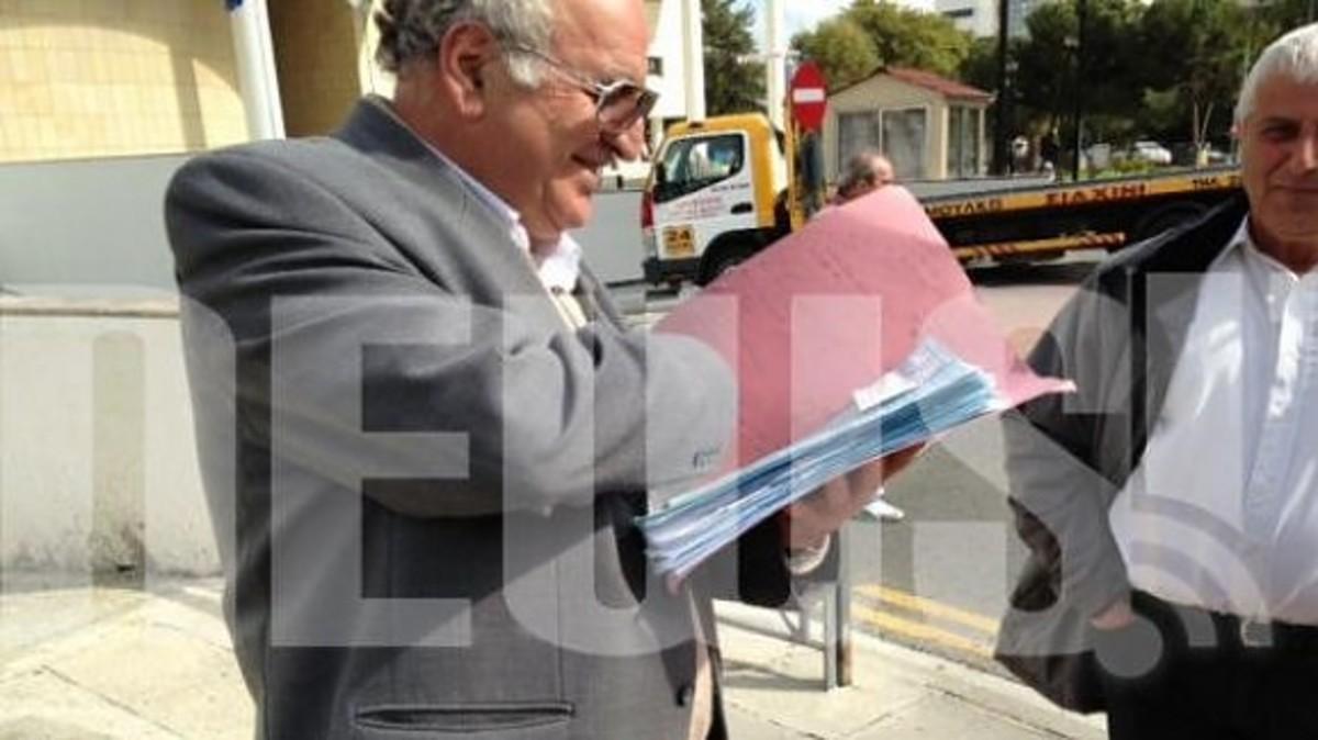 Δικαστικοί κλητήρες κατεβάζουν υπουργούς από τα οχήματά τους για να τα κατασχέσουν! – Απίστευτες σκηνές στην Κύπρο! | Newsit.gr