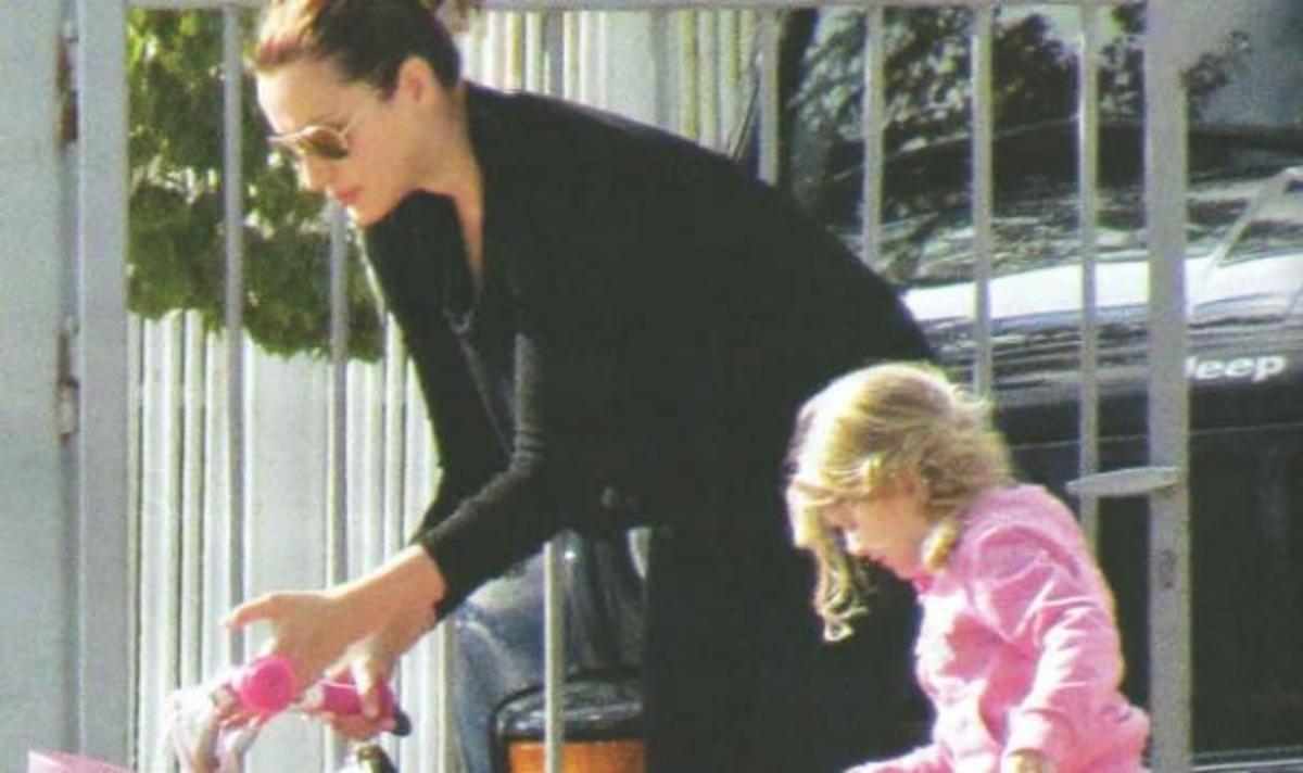 Κ. Ζυγούλη: Βόλτα με τα παιδιά χωρίς τον Σάκη! | Newsit.gr