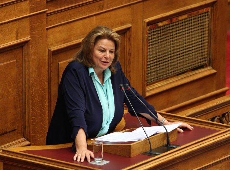 Λ. Κατσέλη: Τίναξε τα πάντα στον αέρα ο Γ. Παπανδρέου   Newsit.gr