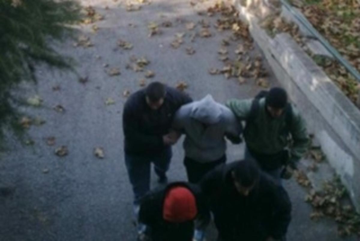 Θεσσαλονίκη: Δάκρυα και χειροκροτήματα για τους αστυνομικούς του κυκλώματος ναρκωτικών – Δείτε βίντεο! | Newsit.gr